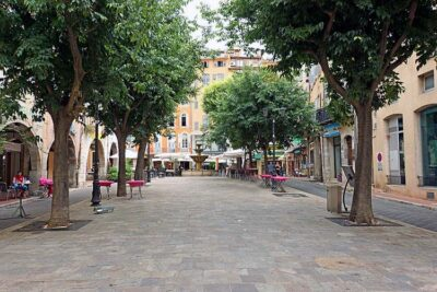 Grasse Piazza Aires