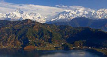 Anapurna vista da Pokhara foto di J. M. Hullot