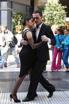 Tango nelle vie di Buenos Aires foto di Michaël Catanzariti