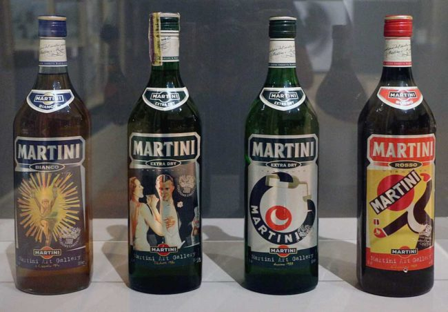 Bottiglie storiche Martini e Rossi,copyright Sailko