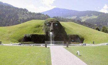 Swarovski Il gigante ospita il museo Swarovski Kristallwelten