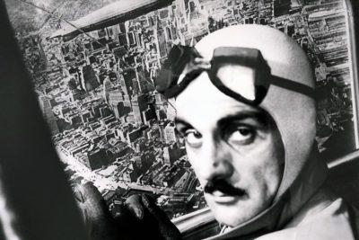"""Carlo Mollino in """"Trucco aereo"""", assieme a Piero Martina mette in scena un volo sopra Manhattan, 1942"""