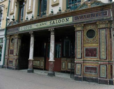 murales Crown Liquor Saloon, il pub più famoso
