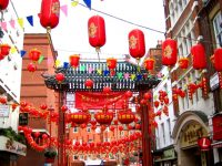 Cinesi  a Londra. Lanterne e sfilate