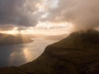 Tramonto sull'Isola di Vagar dalla collina di Sornfelli sull'Isola di Streymoy