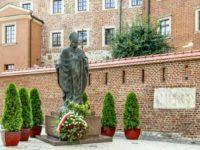 La statua di Papa Wojtila a Cracovia