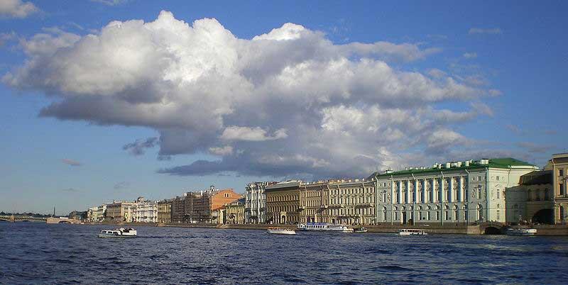 San Pietroburgo lungo la neva