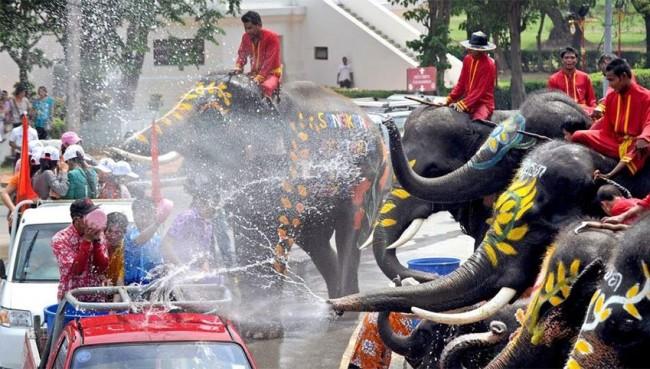 In Thailandia per la festa della luna piena