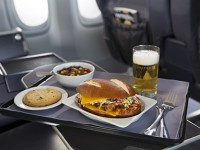 United Airlines introduce nuovi menù nelle cabine
