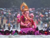 Hindu festival (Reuters/Vivek Prakash)