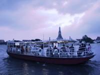 Bangkok: l'arte a bordo di un traghetto