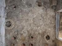 Pompei, trovati decine di vasi in argilla cruda