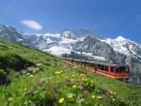 Piccoli viaggiatori a piedi e in treno