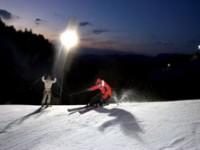 Sciare con la luna piena