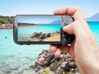 Smartphone in vacanza: 9 italiani su 10 lo usano così