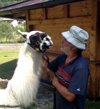 Trekking con Rocky e Paco Willi Schimmer con uno dei suoi animali