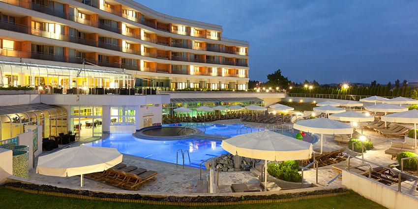 Terme piscina con acqua nera hotel livada prestige mondointasca - Hotel a castrocaro terme con piscina ...