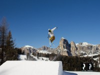 Acrobazie sulla neve in Alta Badia nei parchi Movimënt