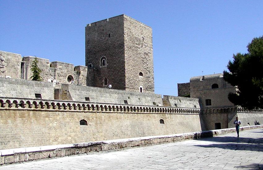 Castello bari mondointasca for Soggiorno in castello
