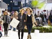 Viaggi e shopping per gli italiani