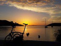 Tramonto nell'isola di Amorgos, nel villaggio di Katapola