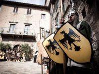 Dame e cavalieri ad Abbadia San Salvatore per l'Offerta dei Censi