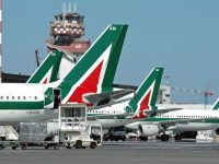 Alitalia non sorvola sui voli gratis al personale