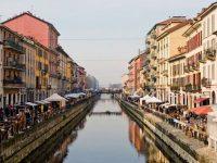 Zona Navigli a Milano sporcizia e inciviltà dopo le partite dell'Italia