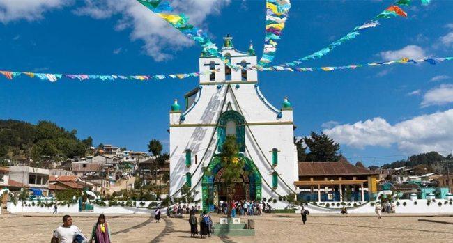 Piazza con la chiesa di San Juan Chamula