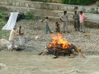 Pira funeraria a Uttarkashi (foto: Aldo Pavan © Mondointasca)