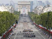 Parigi, parata militare per la Festa Nazionale