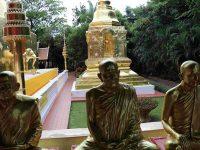 Statue di monaci buddisti, luogo di culto (Ph: H. di Prisco © Mondointasca)