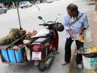 Venditore ambulante (Ph: H. di Prisco © Mondointasca)