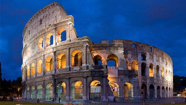 Il Colosseo si illumina con i colori della Finlandia