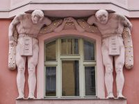 Quartiere ebraico (Josefov) - via Elišky Krásnohorské, 7 - Atlanti in stile Cubista (1919-1921) (Ph: Emilio Dati © Mondointasca)