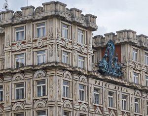 Palazzo Adria, stile rondò cubista costruito da Pavel Janák e Josef Zasche nel 1922-1925 (Ph: Emilio Dati © Mondointasca)