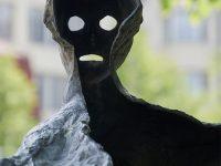 Particolare di una delle tre statue delle fate in piazza Venceslao (Ph: Emilio Dati © Mondointasca)