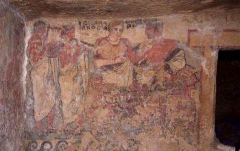 Necropoli di Tarquinia necropoli tomba-degli-scudi-parete