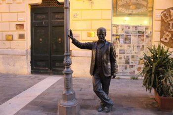 Statua-bronzea-commissario-Montalbano-a-Porto-Empedocle