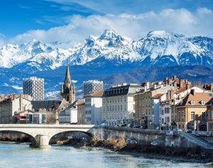Grenoble circondata dalle montagne