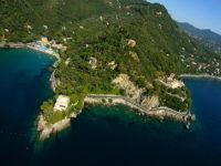 Promontorio di Portofino, visibile il castello di paraggi (© 2017 Ente Parco di Portofino)