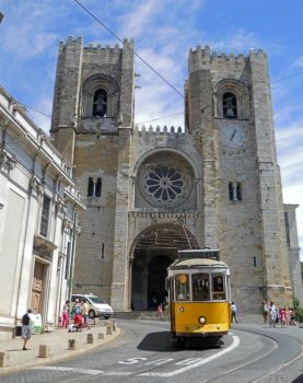 Lisbona 09 Tram elettrico n 28