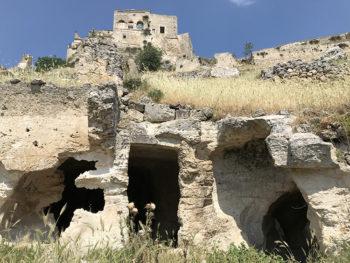 Gravina Ginosa, villaggio rupestre di-Rivolta