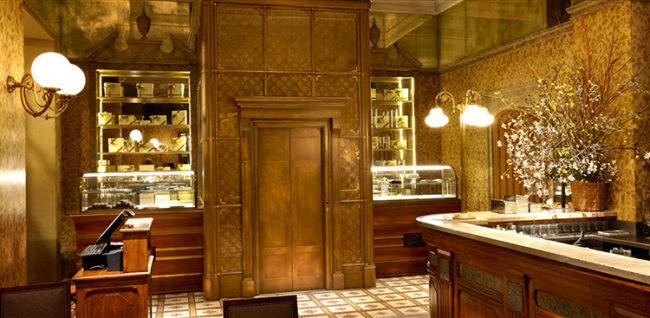 L'elegante e super chic bar  ristorante Cracco in Galleria Vittorio Emanuele II a Milano