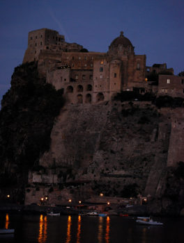 Vacanza a Ischia Castello Aragonese-al-tramonto