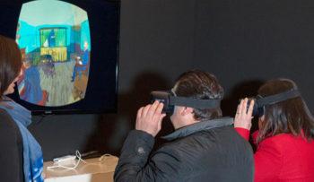 Van Gogh Experience-Visitatori-provano-la-realtà-virtuale