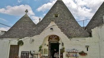 Martina Franca Alberobello-negozi-di-souvenir-nei-trulli