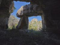 Castello visto dalla Chiesa rupestre di Santa Barbara (foto: Emilio Dati © Mondointasca.it)