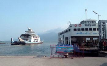 Ayuttaya Thailandia-porto-battelli