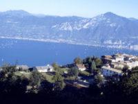 San Zeno contrada castello con vista lago